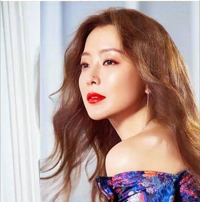 Gương mặt sưng phù của biểu tượng nhan sắc xứ Hàn Kim Hee Sun khiến fan hoang mang - 15