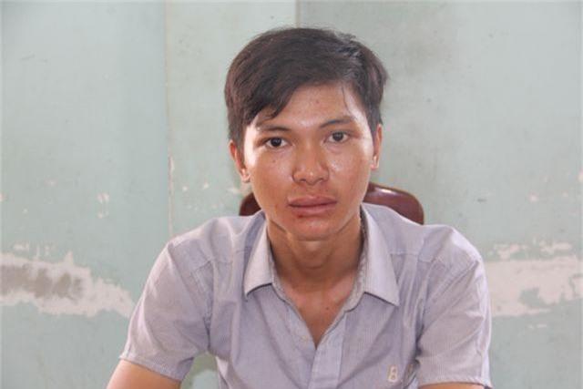 Người dân vây bắt nam thanh niên cướp vé số của cụ bà - 1