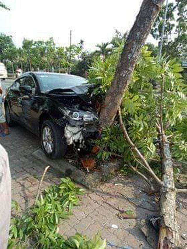 Thừa Thiên Huế: Dừng mua nước mía, 3 phụ nữ bị ô tô tông nhập viện