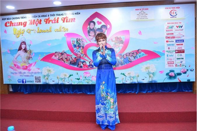 Hoa hậu - Diễn viên Phi Thanh Vân phát biểu tại buổi họp báo