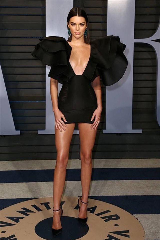 """Kendall Jenner ví mình như """"con sói cô đơn"""" vì không gợi cảm như các chị em gái - 3"""