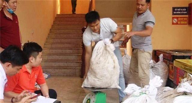 Các bao tải ven đường chứa gần 1 tấn ma túy đá, công an bắt giữ 3 đối tượng - 2