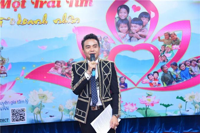 Nam vương Doanh nhân Huy Hoàng - nhà tài trợ Vàng chương trình thiện nguyện Chung một trái tim