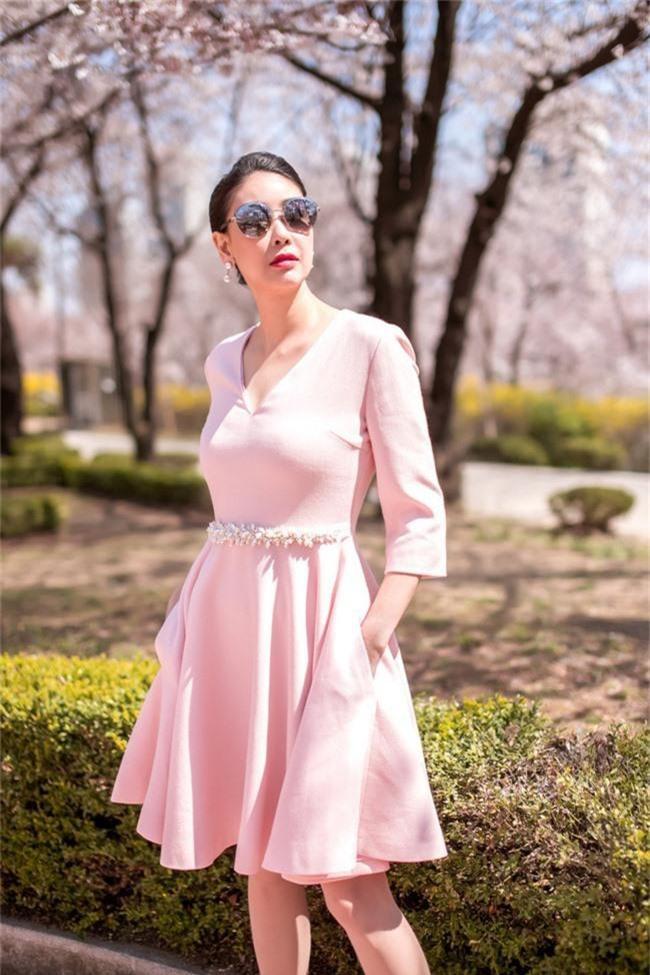 Hoa hậu Hà Kiều Anh khoe dáng thon gọn, rạng rỡ bên con gái cưng ở Hàn Quốc - Ảnh 11.