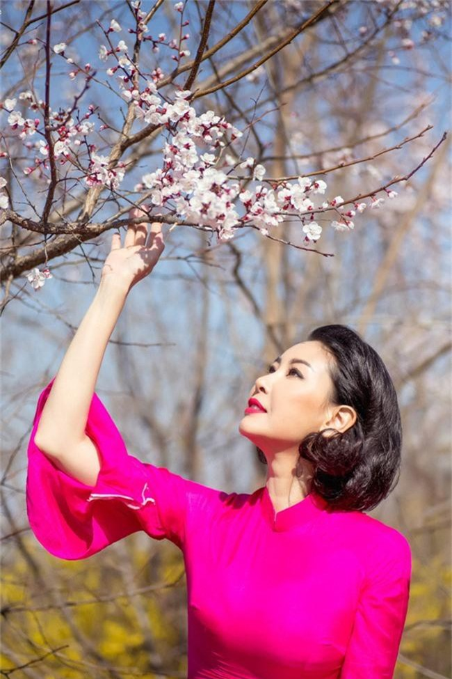 Hoa hậu Hà Kiều Anh khoe dáng thon gọn, rạng rỡ bên con gái cưng ở Hàn Quốc - Ảnh 2.