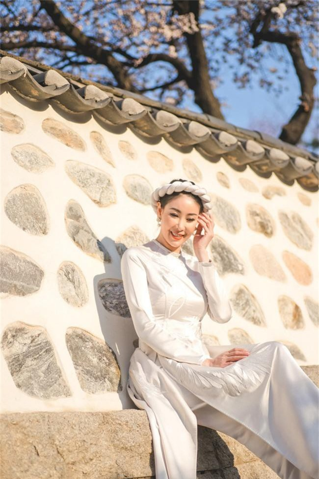 Hoa hậu Hà Kiều Anh khoe dáng thon gọn, rạng rỡ bên con gái cưng ở Hàn Quốc - Ảnh 6.