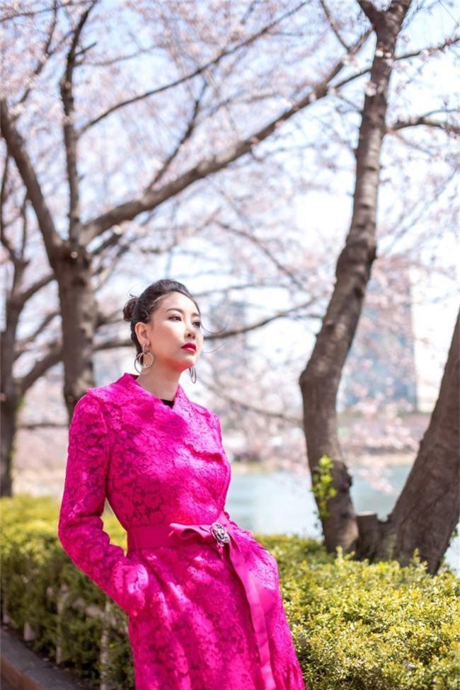 Hoa hậu Hà Kiều Anh khoe dáng thon gọn, rạng rỡ bên con gái cưng ở Hàn Quốc - Ảnh 8.