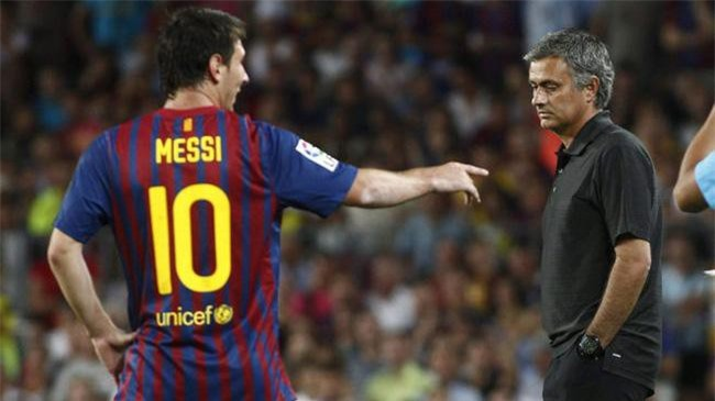 Mourinho chê hàng thủ Man Utd, trao Quả bóng Vàng cho Messi