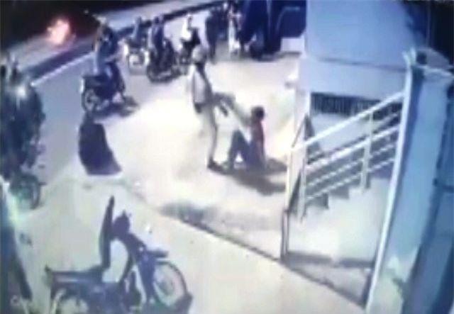"""TPHCM: Xác minh clip CSGT """"lên gối"""" với người dân sau va chạm giao thông"""