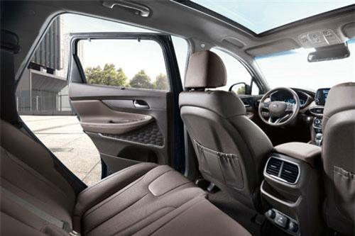 4. Hyundai Santa Fe.