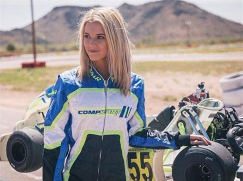 Người đẹp 22 tuổi bắt đầu tham dự đua xe quy mô nhỏ từ năm 11 tuổi.