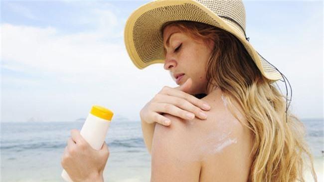 Kem chống nắng là vật bất ly thân ngày nắng nóng nhưng dùng thế nào mới đúng? - Ảnh 5.