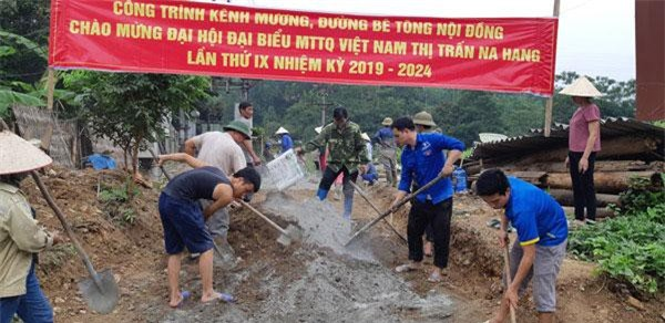 Công trình đường bê tông liên thôn chào mừng Đại hội của huyện Na Hang.
