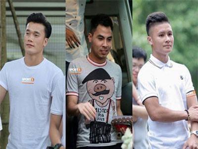 """Dàn cầu thủ tuyển Việt Nam xuất hiện như nam thần mừng đám cưới Hùng Dũng, nhưng nhìn đến Đức Huy bỗng thấy """"sai sai"""""""