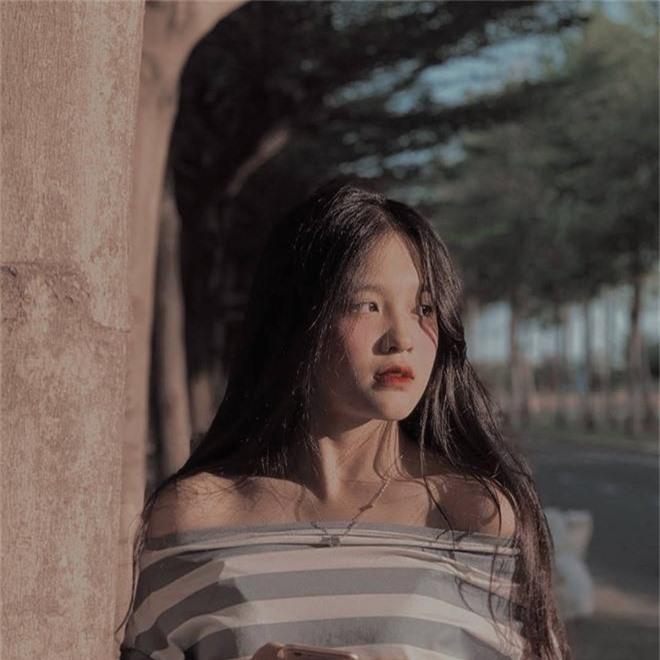 Nữ sinh Đồng Nai nổi như cồn sau một lần bị đăng ảnh trên Facebook, được khen giống Han Sara nhưng dễ thương hơn - Ảnh 1.