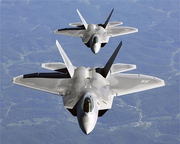 Vi sao phi cong may bay F-22 phai hoc dung sung carbine?