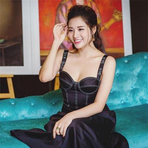 Người đẹp 9x tiếp tục giành giải phụ Hoa hậu Đông Nam Á ở cuộc thi Hoa hậu Du lịch Quốc tế 2013.