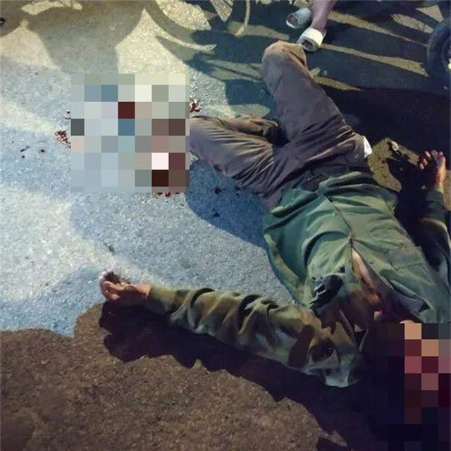 Hà Nội: Nghi vấn xe biển xanh tông tài xế xe ôm bị thương rồi bỏ chạy - 1