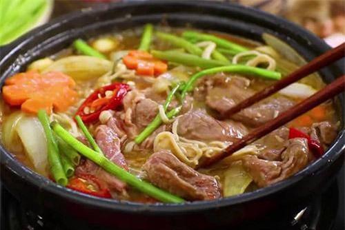Món thịt bò sốt me thơm ngon hấp dẫn.