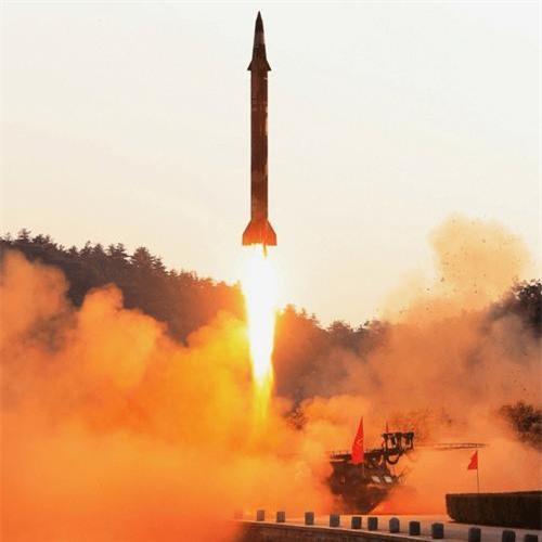 Tên lửa đạn đạo tầm trung KN-17 trong một vụ phóng thử nghiệm
