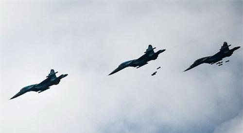 Máy bay chiến đấu Không quân Nga đã phối hợp cùng pháo binh Syria tiến hành hoạt động trả đũa