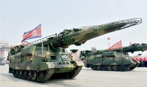 Tên lửa đạn đạo tầm trung KN-17 xuất hiện trong cuộc duyệt binh của Quân đội Triều Tiên
