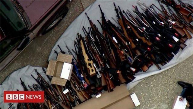 Đột kích một căn nhà, cảnh sát Mỹ phát hiện hơn 1.000 khẩu súng - 2
