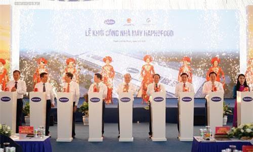 Thủ tướng dự lễ khởi công xây dựng nhà máy chế biến rau củ quả công nghệ cao Haphofood. Ảnh: VGP/Quang Hiếu