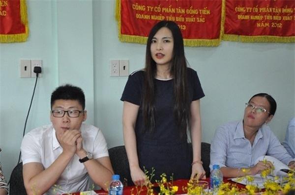Đại diện một doanh nghiệp Trung Quốc đánh giá cao chất lượng gạo được sản xuất tại Long An (Ảnh:
