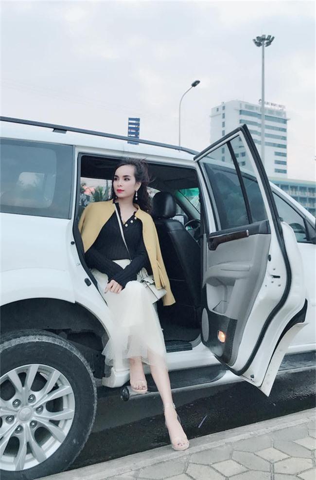 Ghen tị với bà mẹ 34 tuổi có 6 con gái vẫn trẻ xinh như gái son, đi xe 5 tỷ, kiếm chơi chơi hơn trăm triệu/tháng - Ảnh 9.
