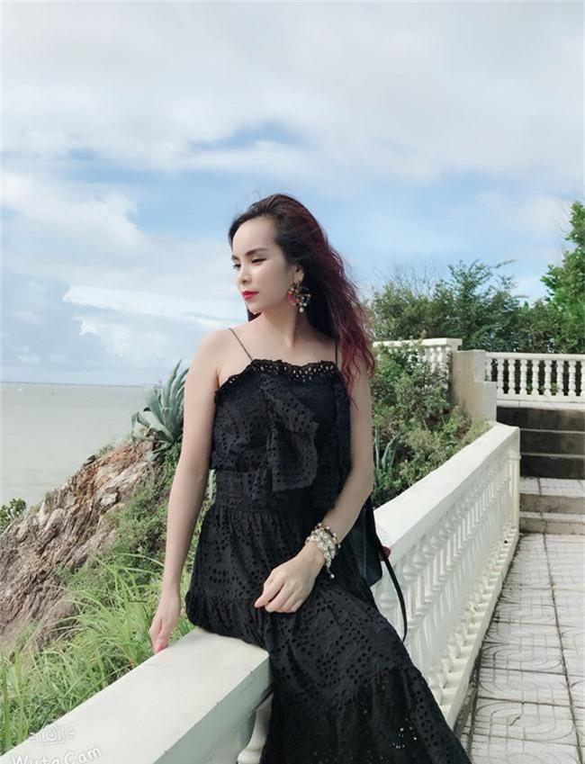 Ghen tị với bà mẹ 34 tuổi có 6 con gái vẫn trẻ xinh như gái son, đi xe 5 tỷ, kiếm chơi chơi hơn trăm triệu/tháng - Ảnh 3.