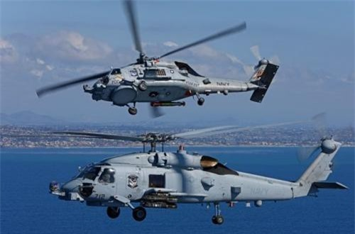 Trực thăng MH-60R mang ngư lôi và tên lửa chống tăng Hellfire.