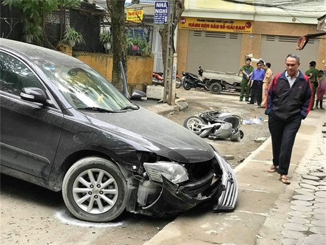Nguyên nhân ban đầu vụ nữ tài xế Camry lùi xe chết người ở Khương Trung - 2