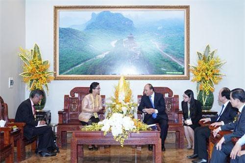 Thủ tướng Nguyễn Xuân Phúc tiếp Phó Tổng thư ký Liên Hợp Quốc Armida Salsiah Alisjahbana, ngày 12/5. Ảnh: VGP/Quang Hiếu.