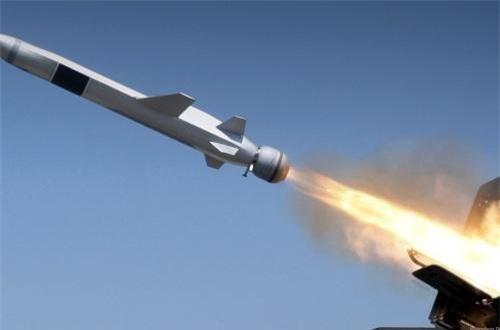 Cận cảnh phiên bản tên lửa NSM bắn từ tàu chiến.