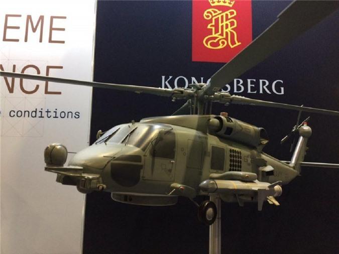 Mô hình trực thăng MH-60R mang hai đạn NSM.