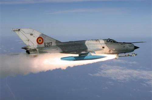 MiG-21 LanceR C có khả năng mang tên lửa không đối không tầm nhiệt hiện đại R-73 (tầm bắn 20km) hoặc tên lửa Python 3 do Israel chế tạo, tầm bắn 15km.