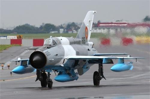 Theo đó, Không quân Romania từ nhiều năm trước đã thực hiện chương trình nâng cấp khoảng 100 chiếc MiG-21 21M/MF/UM lên gói MiG-21 LanceR.