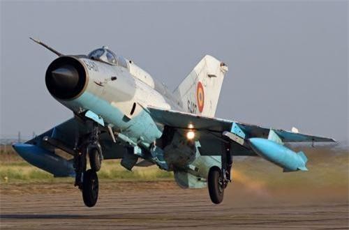 So với MiG-21 nguyên bản, MiG-21 LanceR C thay đổi rất nhiều, hầu hết bên trong chiếc máy bay gồm hệ thống điện tử, radar, vũ khí…