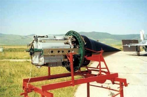 MiG-21 LanceR C trang bị hệ thống radar điều khiển hỏa lực hiện đại EL/M-2032 có tầm trinh sát xa tới 150km, theo dõi đồng thời 8 mục tiêu cùng lúc và dẫn hướng tên lửa diệt một mục tiêu trong số đó.