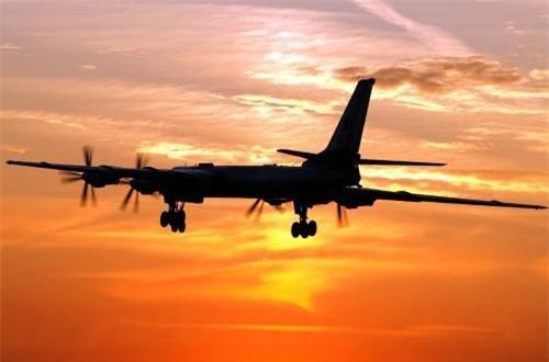 Ước tính Không quân Nga hiện còn duy trì khoảng 60 chiếc Tu-95 gồm 2 phiên bản: 48 Tu-95MS và 12 Tu-95MSM.