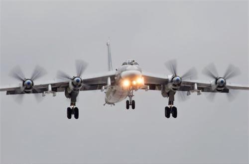 """Về vũ khí, Tu-95 tuy mang ít vũ khí hơn so với B-52 cùng tuổi tác, nhưng sức mạnh tấn công của nó """"không phải dạng vừa đâu""""."""