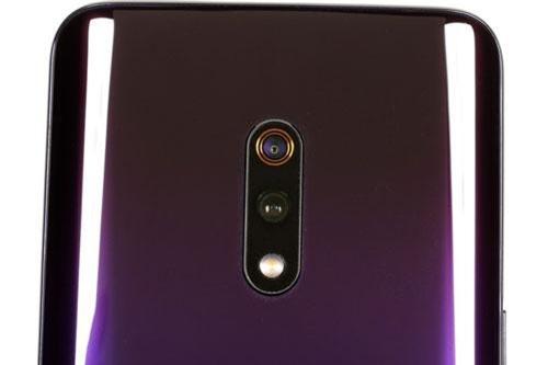 Bộ đôi camera của Realme X có độ phân giải 48 MP, khẩu độ f/1.7 cho khả năng lấy nét theo pha và cảm biến phụ 5 MP, f/2.4 giúp chụp ảnh xóa phông. Bộ đôi này được trang bị đèn flash LED, quay video 4K tốc độ 30 khung hình/giây hoặc video siêu chậm 720p với tốc độ 960 khung hình/giây.