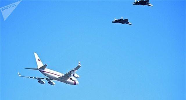 """6 """"Bóng ma bầu trời"""" Su-57 hộ tống máy bay chở Tổng thống Putin - 1"""