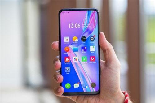 Realme X dùng tấm nền màn hình AMOLED kích thước 6,53 inch, độ phân giải Full HD Plus (2.340x1.080 pixel), mật độ điểm ảnh 394 ppi. Màn hình này được chia theo tỷ lệ 19,5:9, bảo vệ bởi kính cường lực Corning Gorilla Glass 5, chiếm 91,2% diện tích mặt trước.