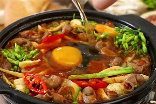 Bí kíp để món ăn thêm thơm béo là đập thêm một quả trứng vào khi nấu nhé.