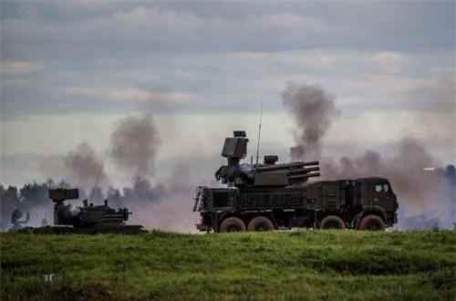 Theo nguồn tin từ Bộ Quốc phòng Nga, Lục quân và Hải quân Nga không hài lòng với hệ thống phòng không Pantsir-S. Đây thực sự là thông tin gây bất ngờ vì công nghiệp quốc phòng Nga từng nhiều lần quảng cáo sức mạnh của Pantsir-S và không giấu vẻ tự hào.