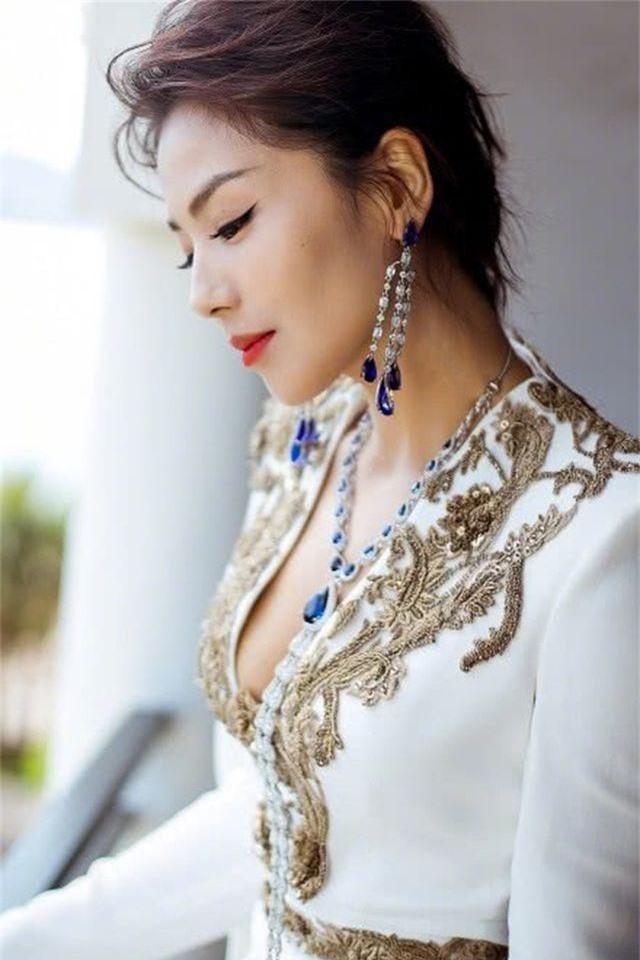 Lưu Đào: Người vợ quốc dân xinh đẹp lăn lộn giúp chồng đại gia trả nợ - 13