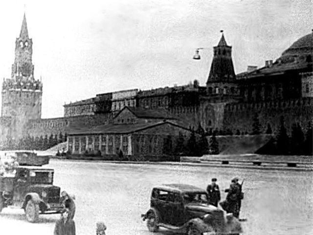 """Nga từng tàng hình Điện Kremlin trước """"mưa"""" hỏa lực của phát xít Đức thế nào? - 2"""