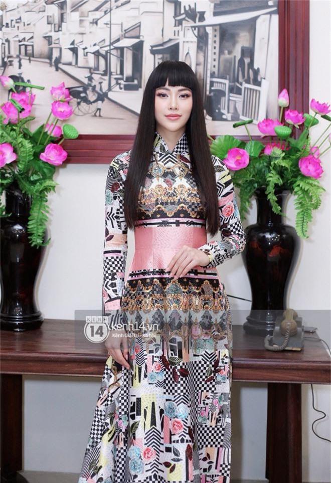 Phương Khánh để tóc mái bằng, khoe eo thon 54 cm cũng chưa chặt chém bằng mỹ nhân đeo nhẫn 5,5 tỷ đồng dự sự kiện - Ảnh 1.